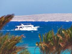 Вдали - остров Большой Гифтун